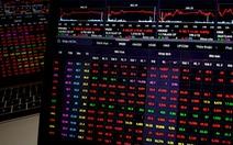 Cổ phiếu chăm sóc sức khỏe tăng trần, bảo hiểm lao dốc