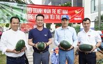 Hội Doanh nhân trẻ giải cứu 20 tấn dưa hấu cho nông dân, bán giá 'tùy tâm'