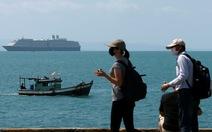 """Dân Campuchia lo lắng vì du thuyền bị """"hắt hủi"""" MS Westerdam cập cảng Sihanoukville"""