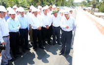 Phó thủ tướng kiểm tra các công trình ngăn mặn tại Vĩnh Long