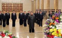 Chủ tịch Triều Tiên Kim Jong Un xuất hiện lần đầu sau khi COVID-19 bùng phát