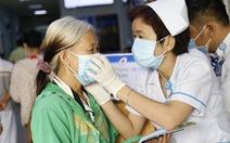 Bệnh viện phát khẩu trang miễn phí cho bệnh nhân