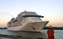 Hoa, nụ cười đón tàu du lịch gần 1.400 khách cập cảng ở Bà Rịa - Vũng Tàu