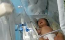 Bé sơ sinh 17 ngày tuổi bị COVID-19 tự khỏi bệnh