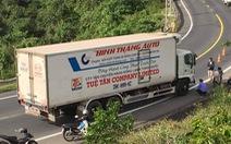 Vượt mặt xe tải trên đèo Cả, hai thanh niên bị xe tông tử vong