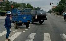 Tài xế xe biển xanh bị phạt tiền, tước bằng lái xe vì vượt đèn đỏ