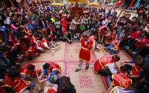 Ngừng tất cả lễ hội để phòng virus corona: Cơ hội chấn chỉnh?