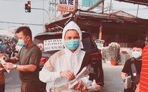 Ca sĩ mua khẩu trang phát miễn phí phòng virus corona