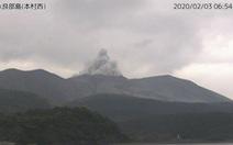 Núi lửa Shindake tại Nhật Bản phun trào, cột tro và khói bốc cao tới 7.000m