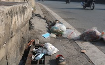 Khẩu trang y tế đã qua sử dụng vứt đầy đường