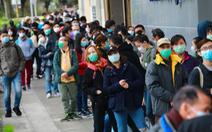 Hàng ngàn người Hong Kong xếp hàng qua đêm đợi mua khẩu trang