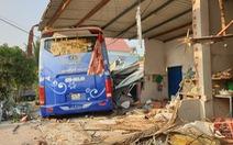Xe khách chở 32 người tông nhau với xe tải, 3 người chết