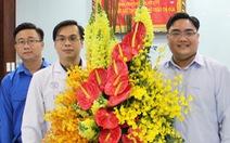 Thành đoàn TP.HCM khen tặng bác sĩ điều trị bệnh nhân nhiễm virus corona