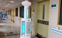 Nỗ lực giảm lây nhiễm, Trung Quốc đưa robot khử trùng tới Vũ Hán