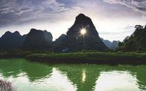 Chiêm ngưỡng 'mắt thần' núi