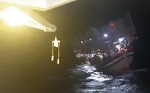 Cứu tàu câu mực cùng 40 ngư dân gặp nạn trên Biển Đông