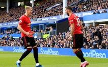 VAR giải cứu Man Utd khỏi thất bại trước Everton