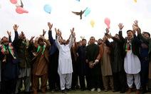 Hòa bình với Taliban, ông Trump lại ghi thêm điểm