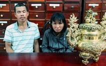 Bắt cặp vợ chồng trộm lư hương trong đền thờ chị Võ Thị Sáu