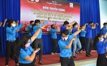 Nhảy flashmob 'Ghen Cô Vy' tuyên truyền chống dịch