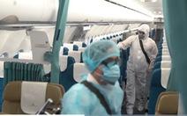 Tiếp viên Vietnam Airlines dương tính COVID-19, Hà Nội 'phải hành động ngay'
