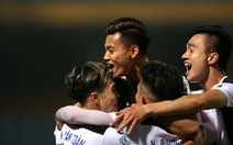 Trận đấu 'điên rồ' trên sân Hàng Đẫy cùng những tràng vỗ tay cho Tuấn Anh