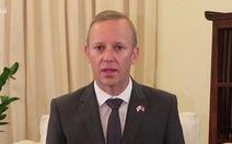 Đại sứ Anh làm clip tiếng Việt cảm ơn Việt Nam hỗ trợ công dân, du khách Anh