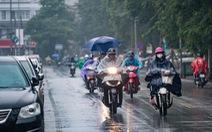 TP.HCM nóng bức, Hà Nội mưa dông kèm thời tiết nguy hiểm