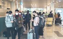 Từ Hàn Quốc 'hạ cánh' sân bay Cần Thơ: Bật khóc vì 'cảm giác được an toàn'