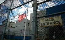 Mỹ thả tù nhân để ngăn chặn COVID-19, cảnh sát bớt bắt tội phạm