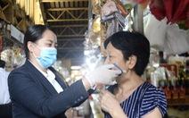53.000 khẩu trang vải kháng khuẩn miễn phí đến tay công nhân, tiểu thương
