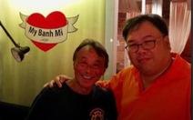 Đầu bếp Bobby Chinn cảm phục tình nguyện viên Việt Nam ở khu cách ly
