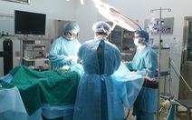 Mổ ruột thừa cấp cứu cho bệnh nhân trong khu cách ly COVID-19