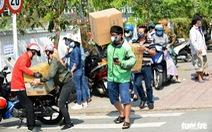 Chủ tịch Nguyễn Thành Phong: chấm dứt tình trạng tụ tập tiếp tế cho người cách ly