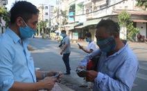 Tự quyên góp tiền làm khu rửa tay cho người lao động