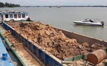 Cần Thơ tạm giữ 7 sà lan đất sét nghi khai thác trái phép