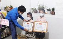 Hai chị em 'mổ' heo đất ủng hộ bác sĩ phòng dịch COVID-19