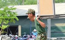 Nắng gắt miền Trung, bộ đội đẫm mồ hôi dọn điểm cách ly phòng dịch COVID-19