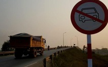 Dân phản ứng vì biển báo cấm ôtô qua cầu Đại Lộc