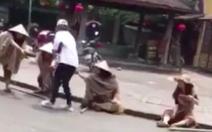 Truy tìm 'nhóm ăn xin' ngồi la liệt ở phố cổ Hội An quay video tung lên mạng