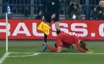 Xem quả phạt góc 'dở chưa từng thấy' của Thomas Muller ở Cúp quốc gia Đức