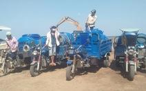 Chở nước ngọt từ TP.HCM 'chi viện' cho bà con vùng mặn miền Tây