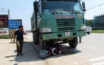 Hai mẹ con thiệt mạng dưới bánh xe tải