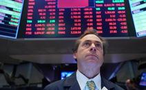 Sàn giao dịch chứng khoán Mỹ nghỉ 15 phút cứu các chỉ số chính