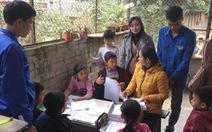 Học sinh nghỉ học vì dịch COVID-19, 'shipper' mang bài tập đến tận tay