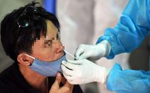 Mũi hay họng chứa nhiều virus SARS-CoV-2 hơn?