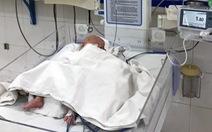 Cứu sống bé sơ sinh nhẹ cân thủng dạ dày kèm dị tật tắc tá tràng