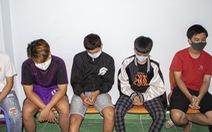 6 nam sinh cầm dao, mã tấu chém trọng thương thiếu nữ 16 tuổi