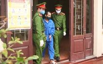 Xách dao bầu gí cổ chủ tịch phường đang phòng chống COVID-19