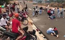 Bình Phước: Hai nhóm thiếu nữ đánh nhau ở cổng trường do mâu thuẫn tiền bạc